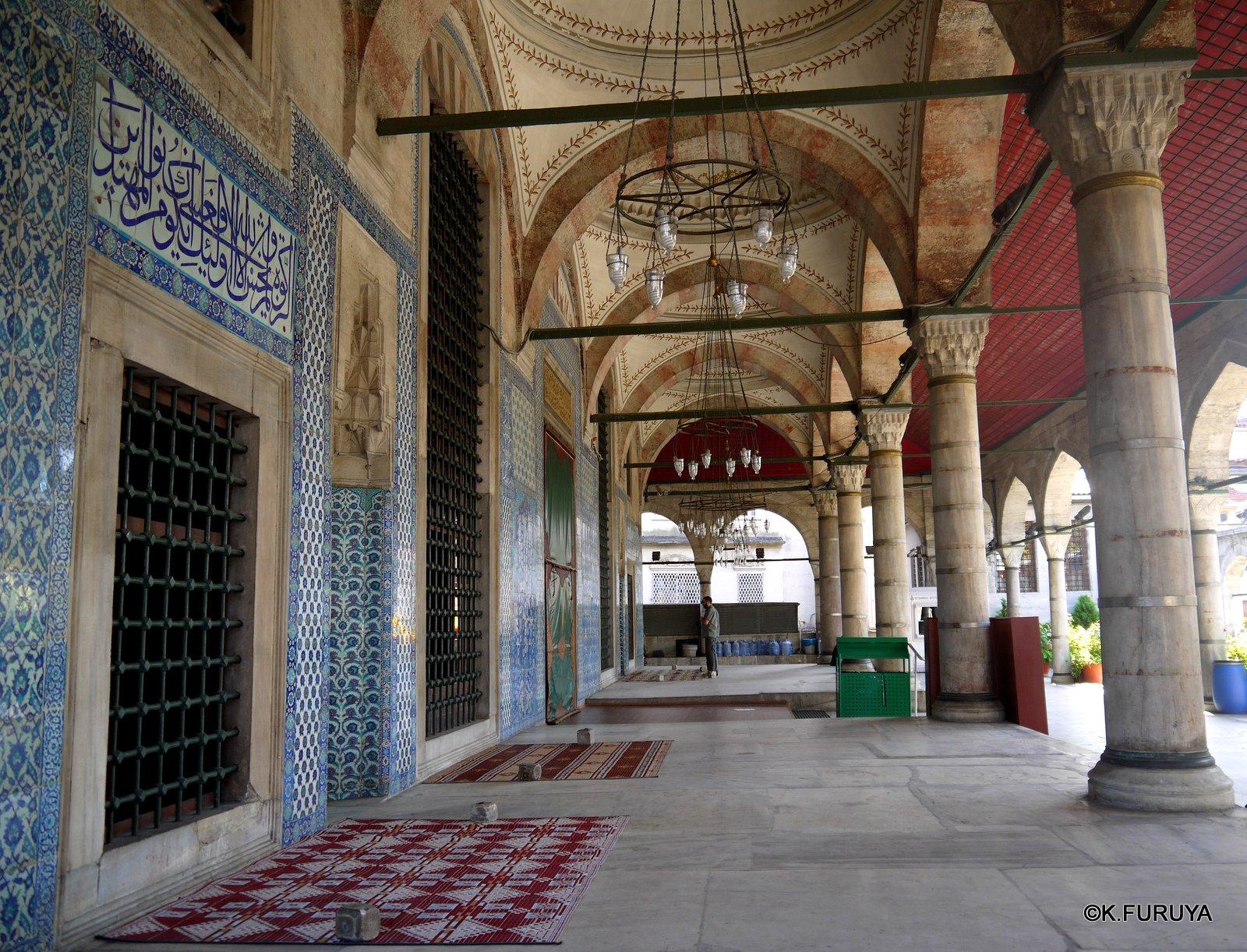 トルコ旅行記 40 イスタンブール旧市街の小さなモスク_a0092659_17372949.jpg