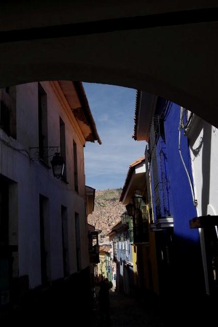 ボリビアの旅(38) 【ラパス】 コロニアルな雰囲気のハエン通り_c0011649_13153345.jpg
