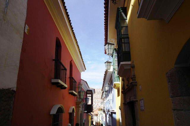 ボリビアの旅(38) 【ラパス】 コロニアルな雰囲気のハエン通り_c0011649_13165425.jpg