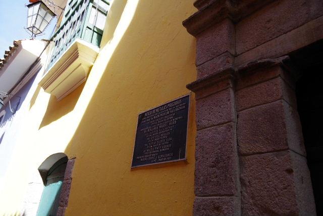 ボリビアの旅(38) 【ラパス】 コロニアルな雰囲気のハエン通り_c0011649_1317207.jpg