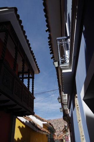 ボリビアの旅(38) 【ラパス】 コロニアルな雰囲気のハエン通り_c0011649_13213989.jpg