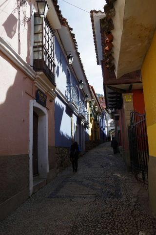 ボリビアの旅(38) 【ラパス】 コロニアルな雰囲気のハエン通り_c0011649_13263374.jpg