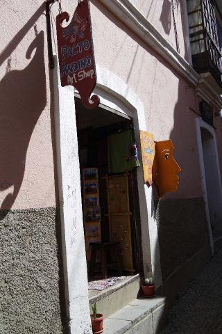 ボリビアの旅(38) 【ラパス】 コロニアルな雰囲気のハエン通り_c0011649_13273987.jpg