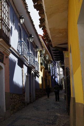 ボリビアの旅(38) 【ラパス】 コロニアルな雰囲気のハエン通り_c0011649_13304547.jpg