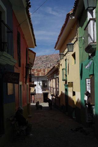 ボリビアの旅(38) 【ラパス】 コロニアルな雰囲気のハエン通り_c0011649_13355482.jpg