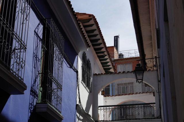 ボリビアの旅(38) 【ラパス】 コロニアルな雰囲気のハエン通り_c0011649_1337164.jpg