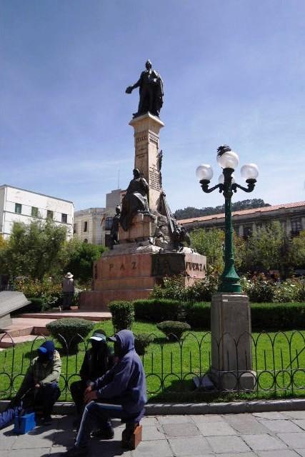 ボリビアの旅(39) 【ラパス】 ラパスの中心 ムリーリョ広場_c0011649_23175181.jpg