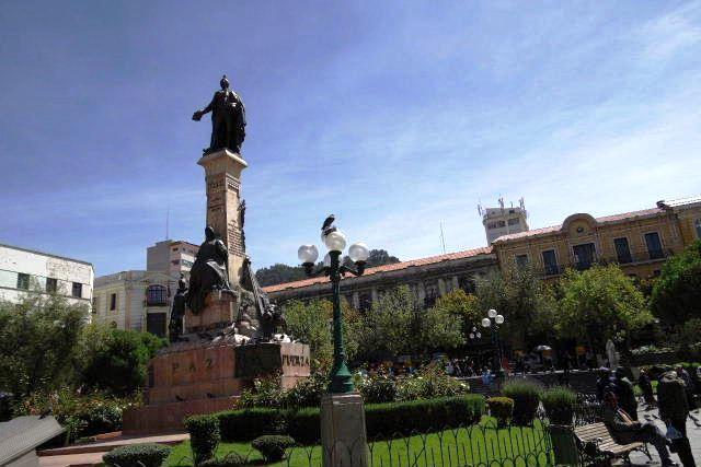 ボリビアの旅(39) 【ラパス】 ラパスの中心 ムリーリョ広場_c0011649_23185292.jpg