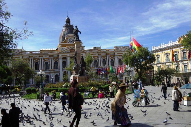 ボリビアの旅(39) 【ラパス】 ラパスの中心 ムリーリョ広場_c0011649_2319837.jpg