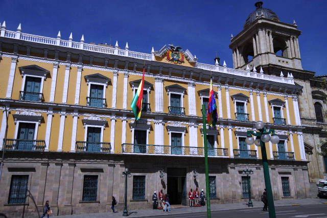 ボリビアの旅(39) 【ラパス】 ラパスの中心 ムリーリョ広場_c0011649_2325339.jpg