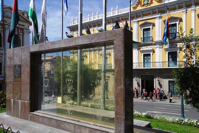 ボリビアの旅(39) 【ラパス】 ラパスの中心 ムリーリョ広場_c0011649_23255328.jpg