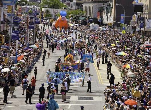 今年のNYのマーメイド・パレードは6/22の午後1時スタート予定_b0007805_12135482.jpg