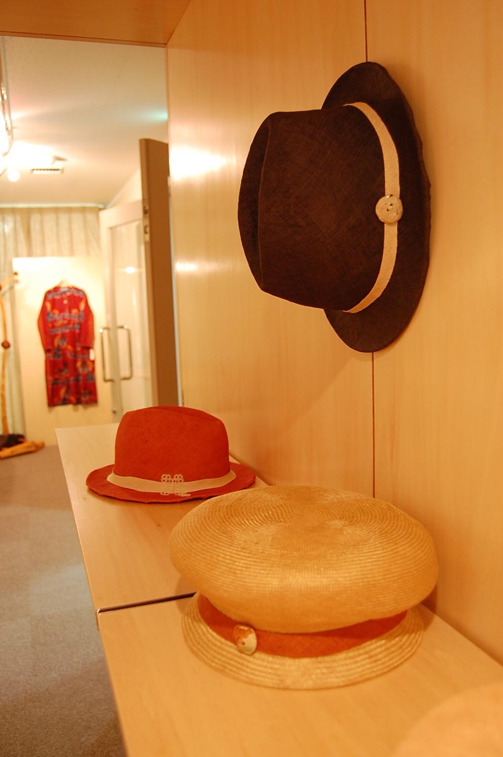 今野親子さんの夏服と間宮和子さんのシゾールの夏帽子_a0112812_22371862.jpg