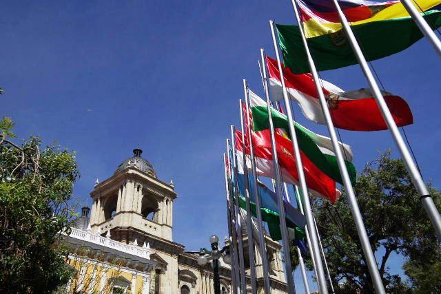 ボリビアの旅(39) 【ラパス】 ラパスの中心 ムリーリョ広場_c0011649_2532712.jpg