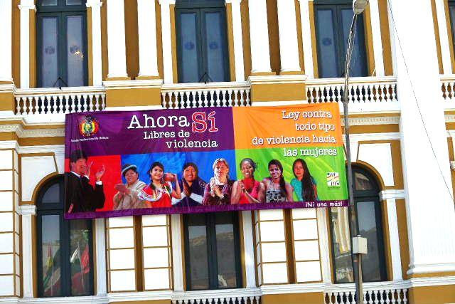 ボリビアの旅(39) 【ラパス】 ラパスの中心 ムリーリョ広場_c0011649_313232.jpg