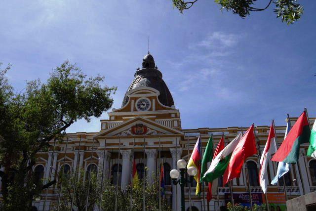 ボリビアの旅(39) 【ラパス】 ラパスの中心 ムリーリョ広場_c0011649_323157.jpg