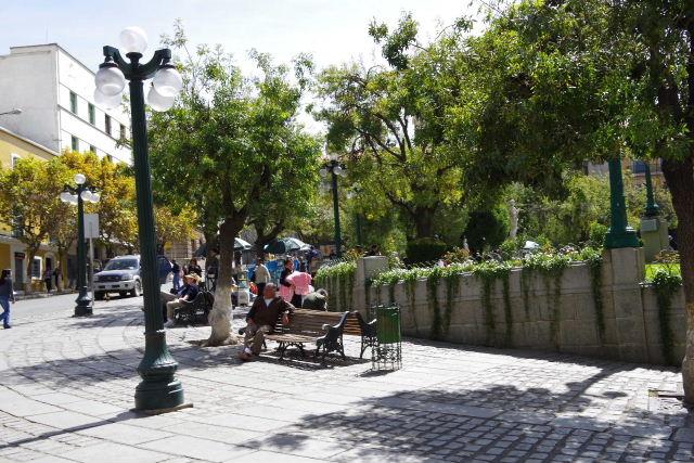 ボリビアの旅(39) 【ラパス】 ラパスの中心 ムリーリョ広場_c0011649_612755.jpg