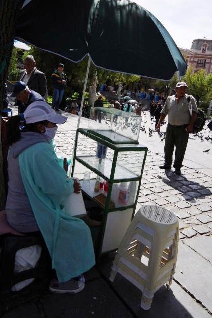 ボリビアの旅(39) 【ラパス】 ラパスの中心 ムリーリョ広場_c0011649_643077.jpg