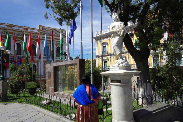 ボリビアの旅(39) 【ラパス】 ラパスの中心 ムリーリョ広場_c0011649_661177.jpg