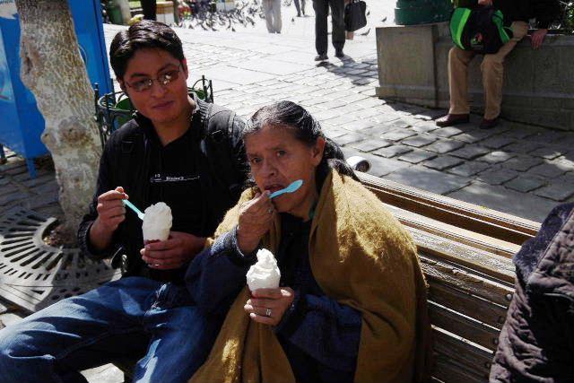ボリビアの旅(39) 【ラパス】 ラパスの中心 ムリーリョ広場_c0011649_672017.jpg