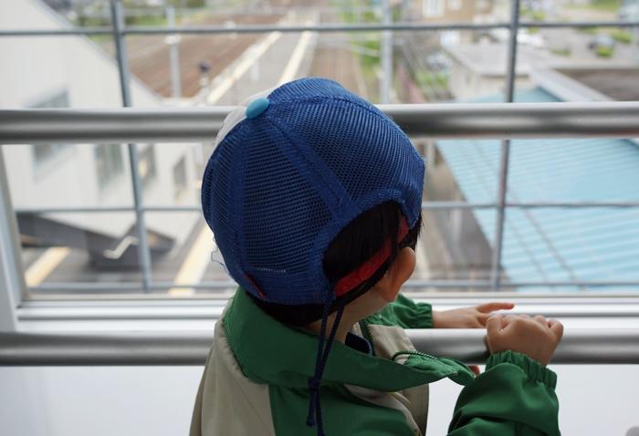 電車来ないかなぁ_c0182775_2040156.jpg