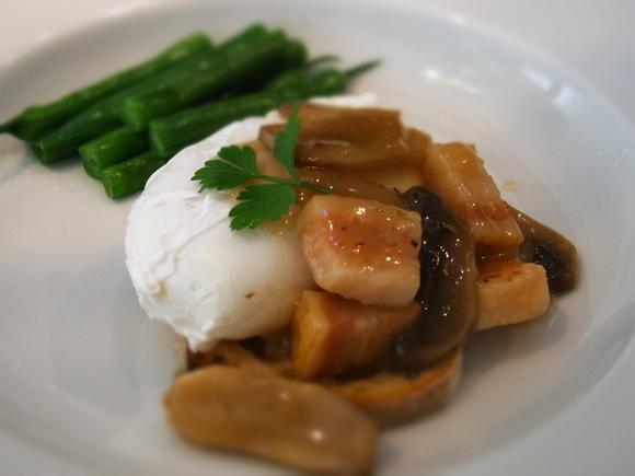 6月の料理教室 テーマは「旬の欧風料理でおもてなし」            (記:藤本 洋子)_a0195310_02823100.jpg