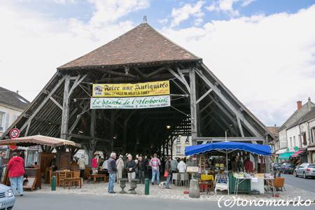 15世紀の市場で蚤の市_c0024345_7312952.jpg