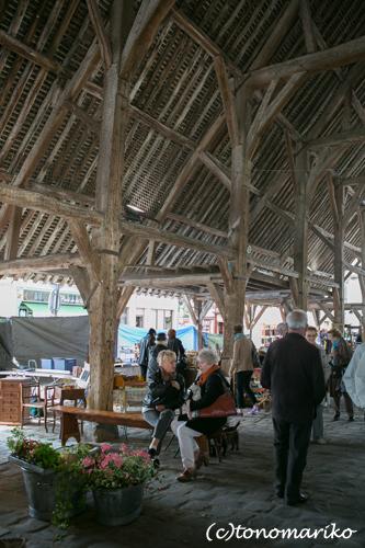 15世紀の市場で蚤の市_c0024345_7315199.jpg
