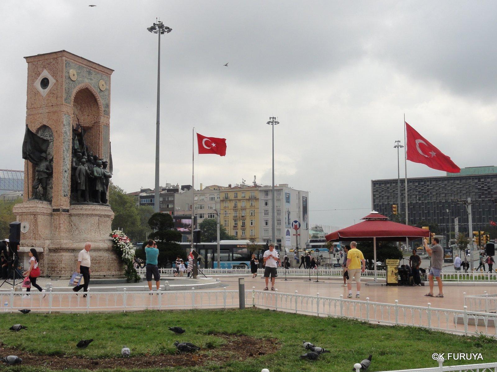 トルコ旅行記 42 イスタンブール タクシム広場_a0092659_22445472.jpg