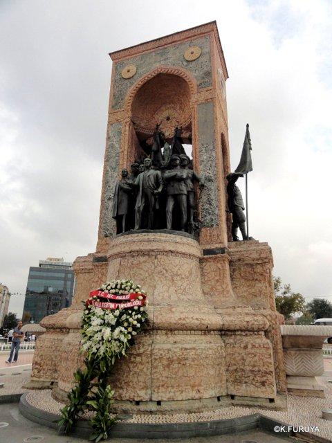 トルコ旅行記 42 イスタンブール タクシム広場_a0092659_22453226.jpg