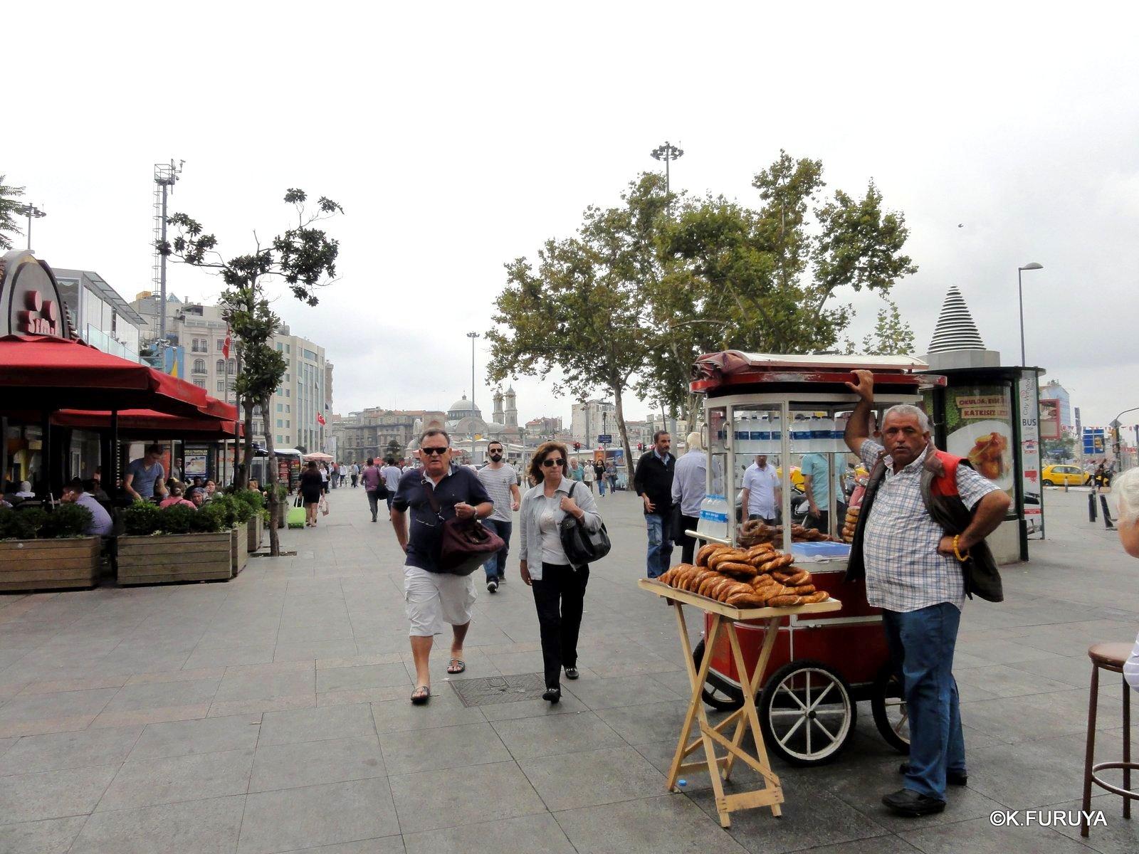 トルコ旅行記 42 イスタンブール タクシム広場_a0092659_2247285.jpg