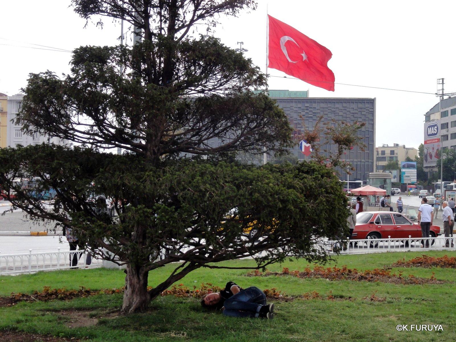 トルコ旅行記 42 イスタンブール タクシム広場_a0092659_22485068.jpg