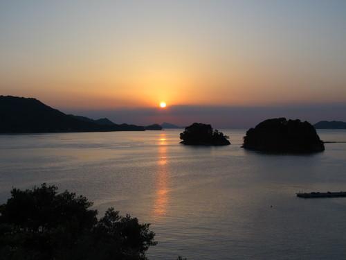 伊勢神宮を参拝する朝、昇る太陽のエネルギーを浴び、心身を清める・・・3_c0075701_17352523.jpg