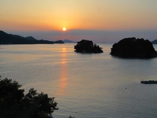 伊勢神宮を参拝する朝、昇る太陽のエネルギーを浴び、心身を清める・・・3_c0075701_17352829.jpg