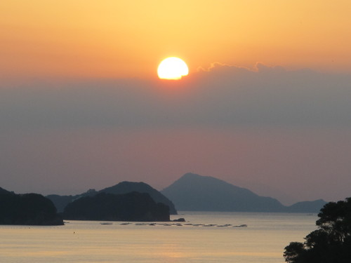 伊勢神宮を参拝する朝、昇る太陽のエネルギーを浴び、心身を清める・・・3_c0075701_17353115.jpg