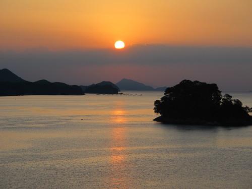 伊勢神宮を参拝する朝、昇る太陽のエネルギーを浴び、心身を清める・・・3_c0075701_17353223.jpg