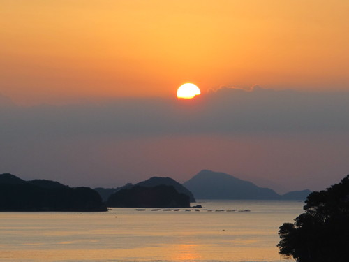 伊勢神宮を参拝する朝、昇る太陽のエネルギーを浴び、心身を清める・・・3_c0075701_17353650.jpg