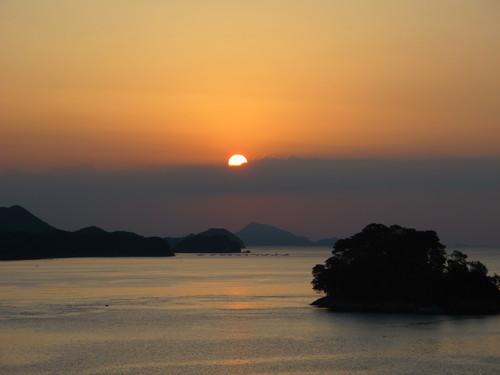 伊勢神宮を参拝する朝、昇る太陽のエネルギーを浴び、心身を清める・・・3_c0075701_17354121.jpg