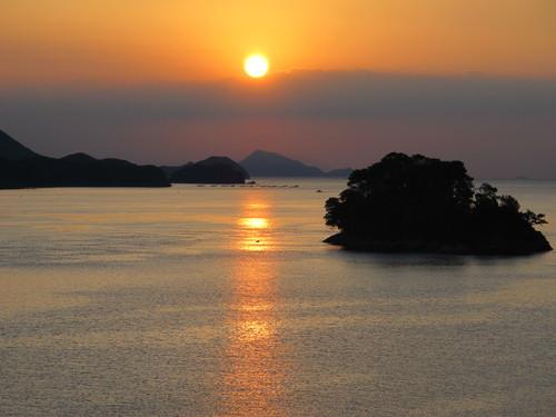 伊勢神宮を参拝する朝、昇る太陽のエネルギーを浴び、心身を清める・・・4_c0075701_19101177.jpg