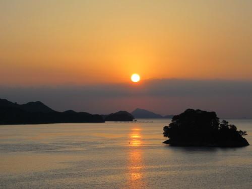 伊勢神宮を参拝する朝、昇る太陽のエネルギーを浴び、心身を清める・・・4_c0075701_19102262.jpg