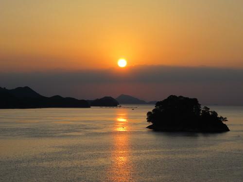 伊勢神宮を参拝する朝、昇る太陽のエネルギーを浴び、心身を清める・・・4_c0075701_19102480.jpg