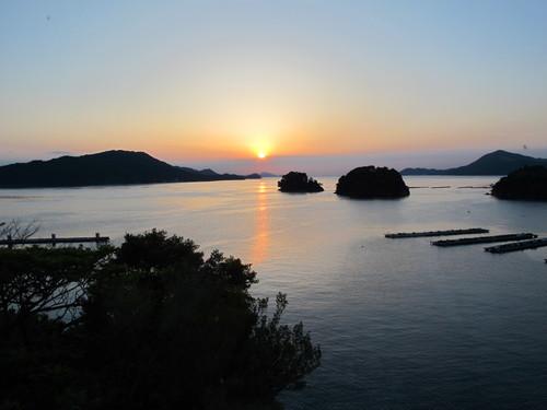 伊勢神宮を参拝する朝、昇る太陽のエネルギーを浴び、心身を清める・・・4_c0075701_19104187.jpg
