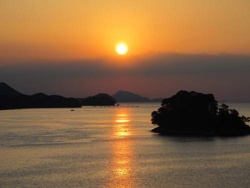 伊勢神宮を参拝する朝、昇る太陽のエネルギーを浴び、心身を清める・・・5_c0075701_1935528.jpg