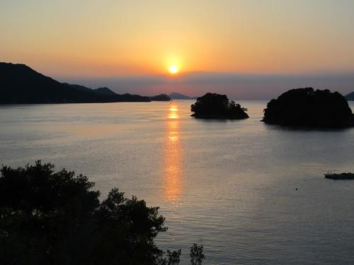 伊勢神宮を参拝する朝、昇る太陽のエネルギーを浴び、心身を清める・・・5_c0075701_1936072.jpg