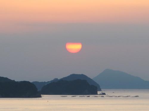 伊勢神宮を参拝する朝、昇る太陽のエネルギーを浴び、心身を清める・・・1_c0075701_5575662.jpg