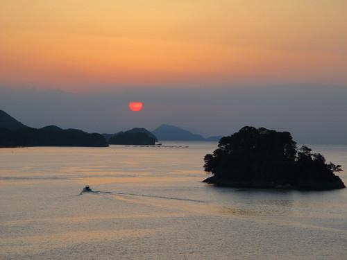 伊勢神宮を参拝する朝、昇る太陽のエネルギーを浴び、心身を清める・・・1_c0075701_55869.jpg