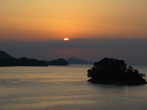 伊勢神宮を参拝する朝、昇る太陽のエネルギーを浴び、心身を清める・・・2_c0075701_6192073.jpg