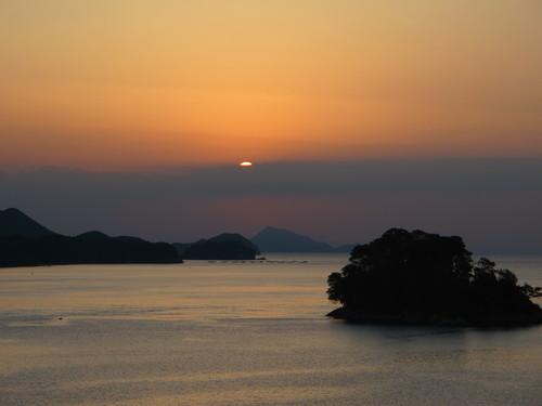 伊勢神宮を参拝する朝、昇る太陽のエネルギーを浴び、心身を清める・・・2_c0075701_6192572.jpg