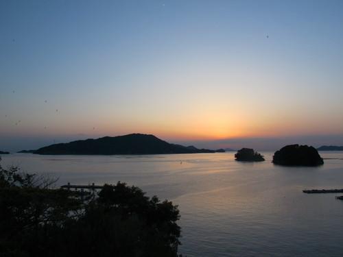 伊勢神宮を参拝する朝、昇る太陽のエネルギーを浴び、心身を清める・・・2_c0075701_6193370.jpg