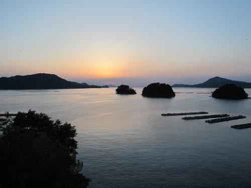 伊勢神宮を参拝する朝、昇る太陽のエネルギーを浴び、心身を清める・・・2_c0075701_61948100.jpg